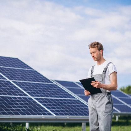 man-worker-firld-by-solar-panels_1303-15547